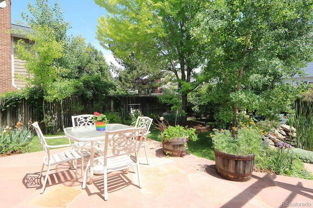 Stunning Yard, extensive patio