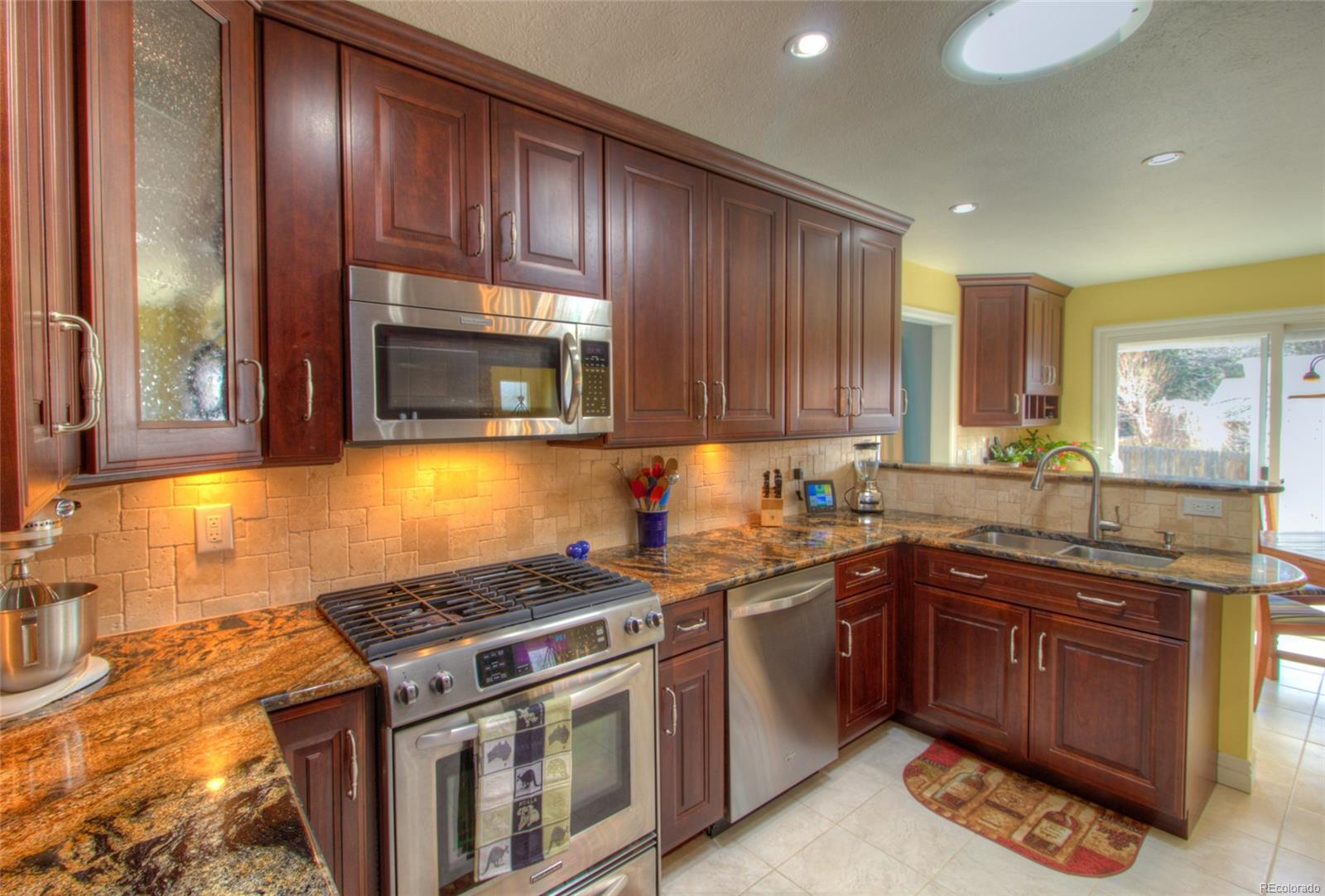 Gorgeous remodeled Kitchen with 15