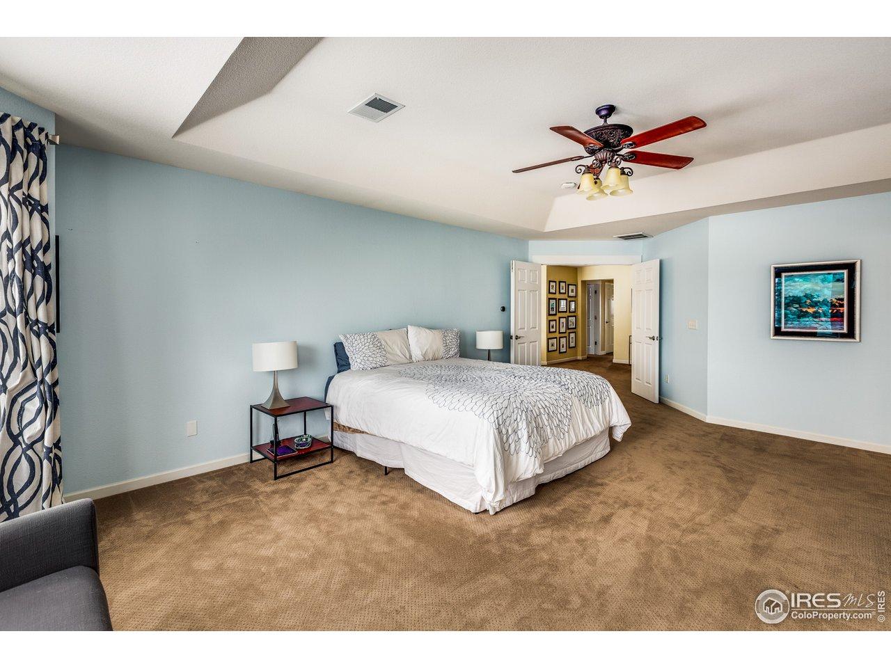 Large master suite w/ double doors