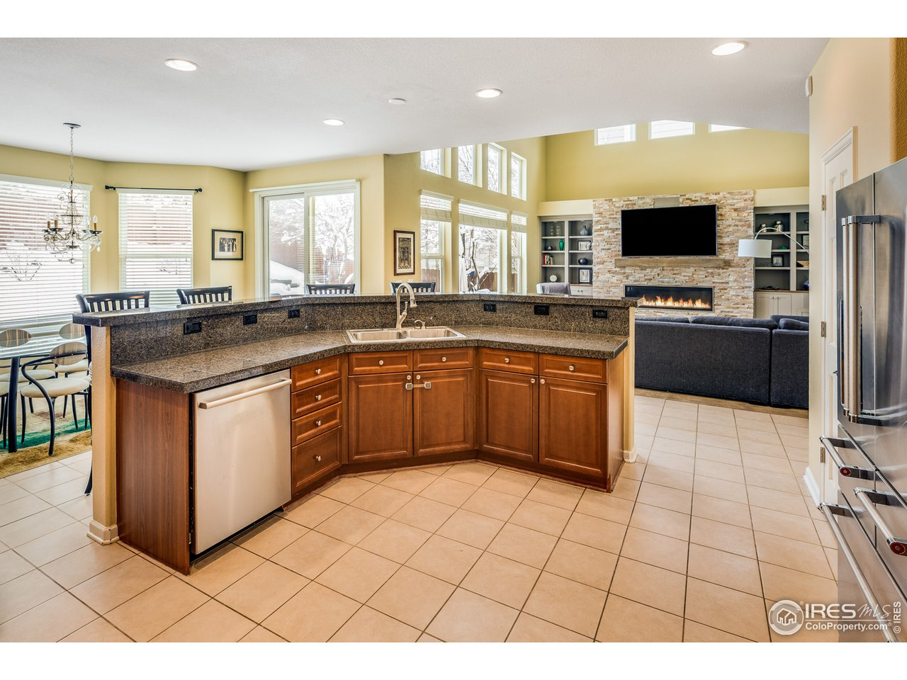 Large island in center of kitchen