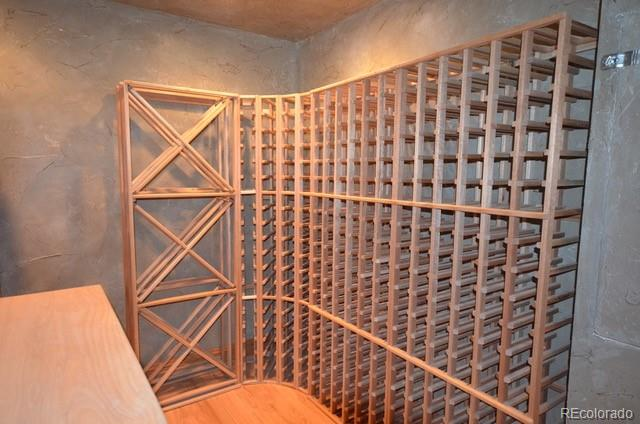 Store hundreds of wine bottles in this fully outfitted wine room equipt with ded