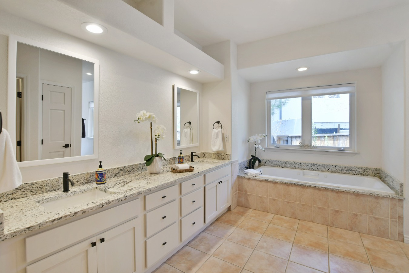 Jetted Soaker Tub in Master Bath