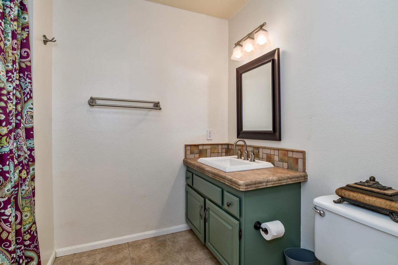 Full Upstair Bathroom