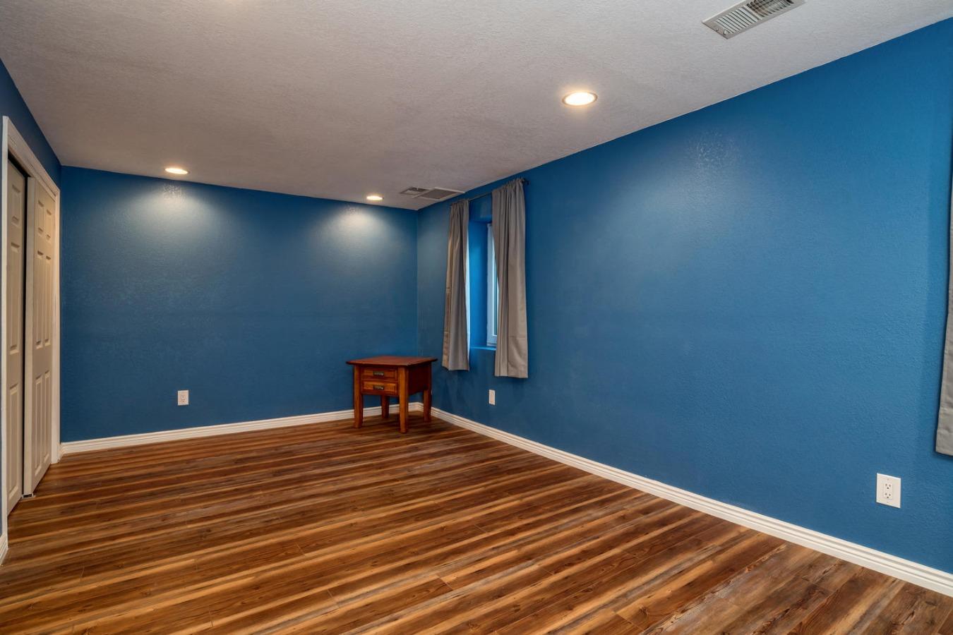 Large Basement Conforming Bedroom