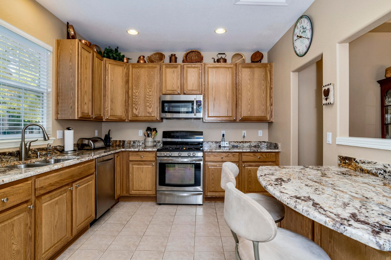 Gas Range & Tiled Kitchen Floor