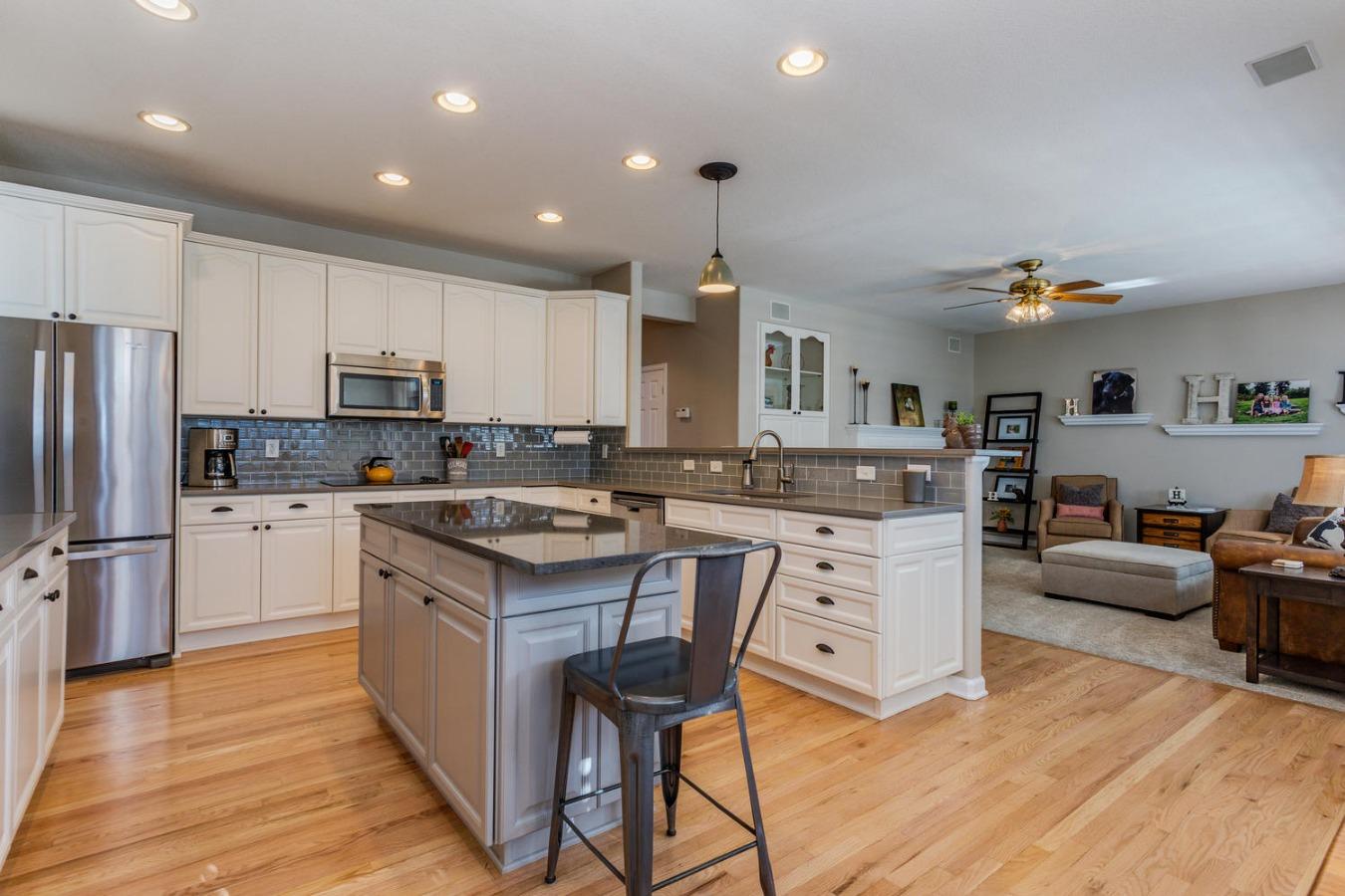 Quartz Counters & Newer Stainless Appliances