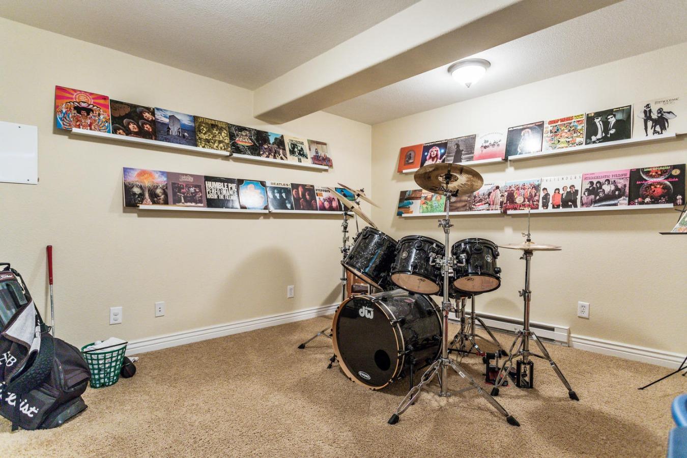 Bonus Finished Craft/Hobby Room in Basement