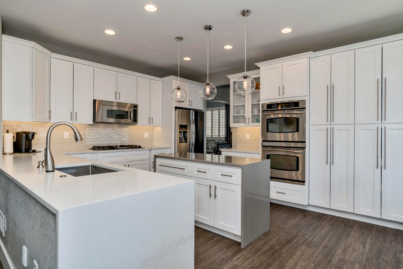 Quartz Waterfall Countertops for Great Workspaces