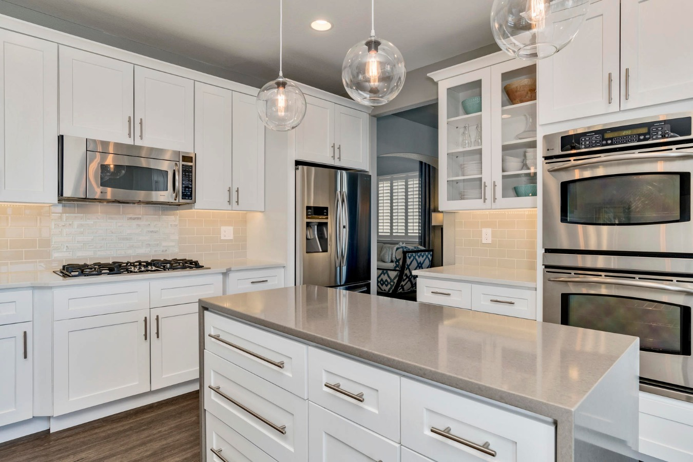 Stainless Appliances with Gas Cooktop