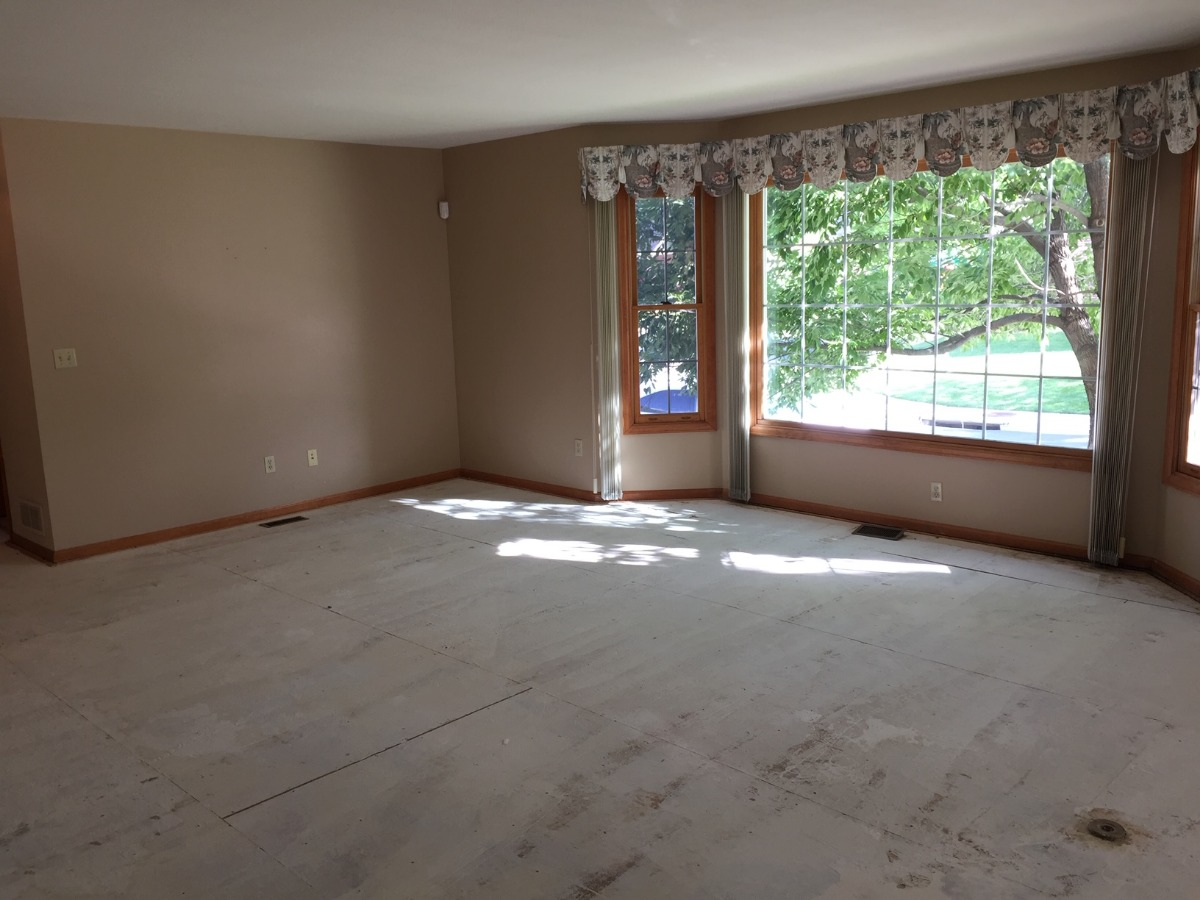 Spacious Living Room with Bay Window