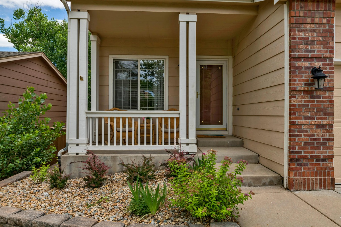 Covered Front Porch & Entry