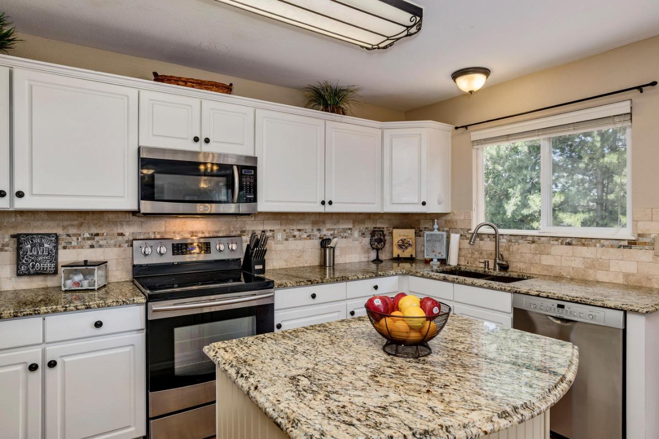 Stainless Appliances & Granite Kitchen