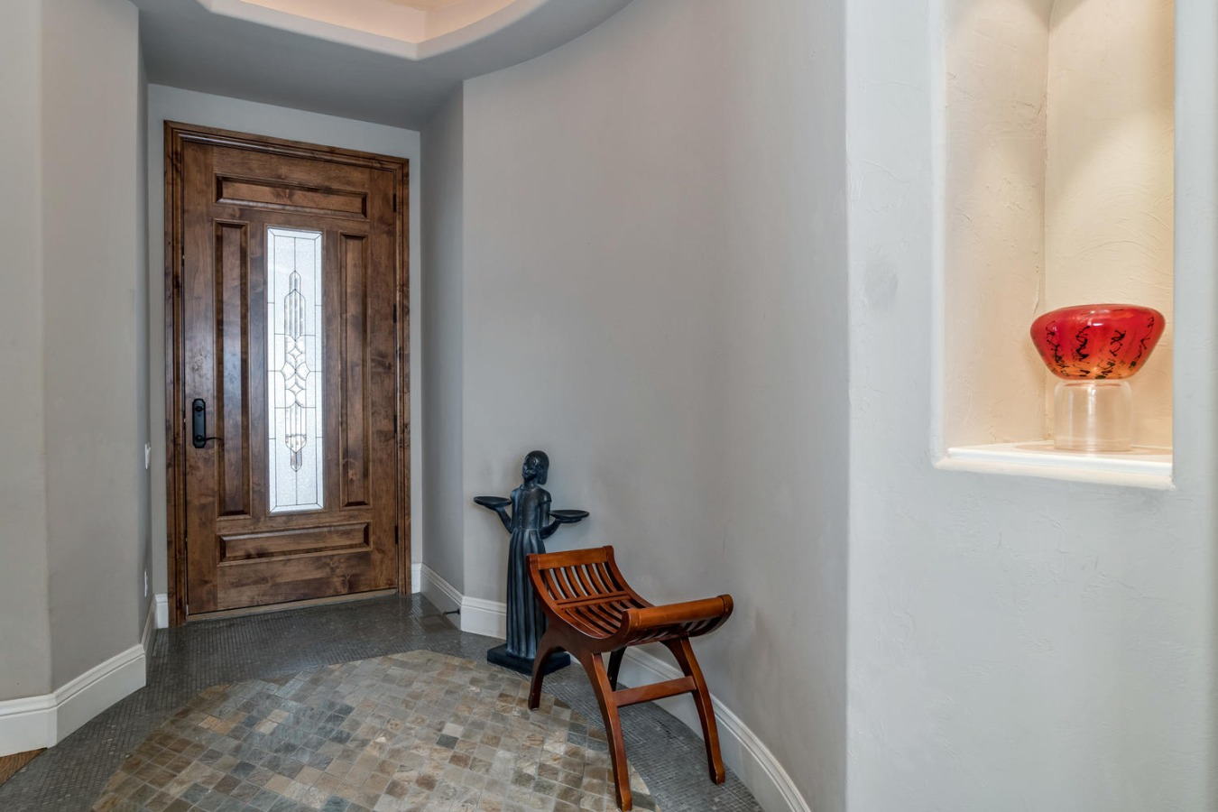 Tiled Front Entry with Art Niche