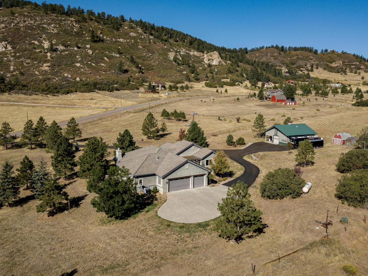 Lovely Dream Home Acreage and Much, Much More!