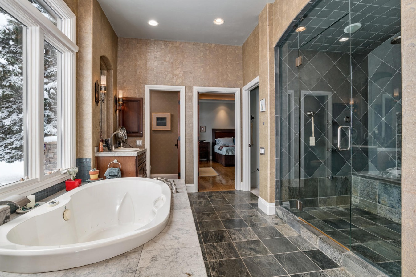 Jetted Soaking Tub & Double Sized Steam Shower
