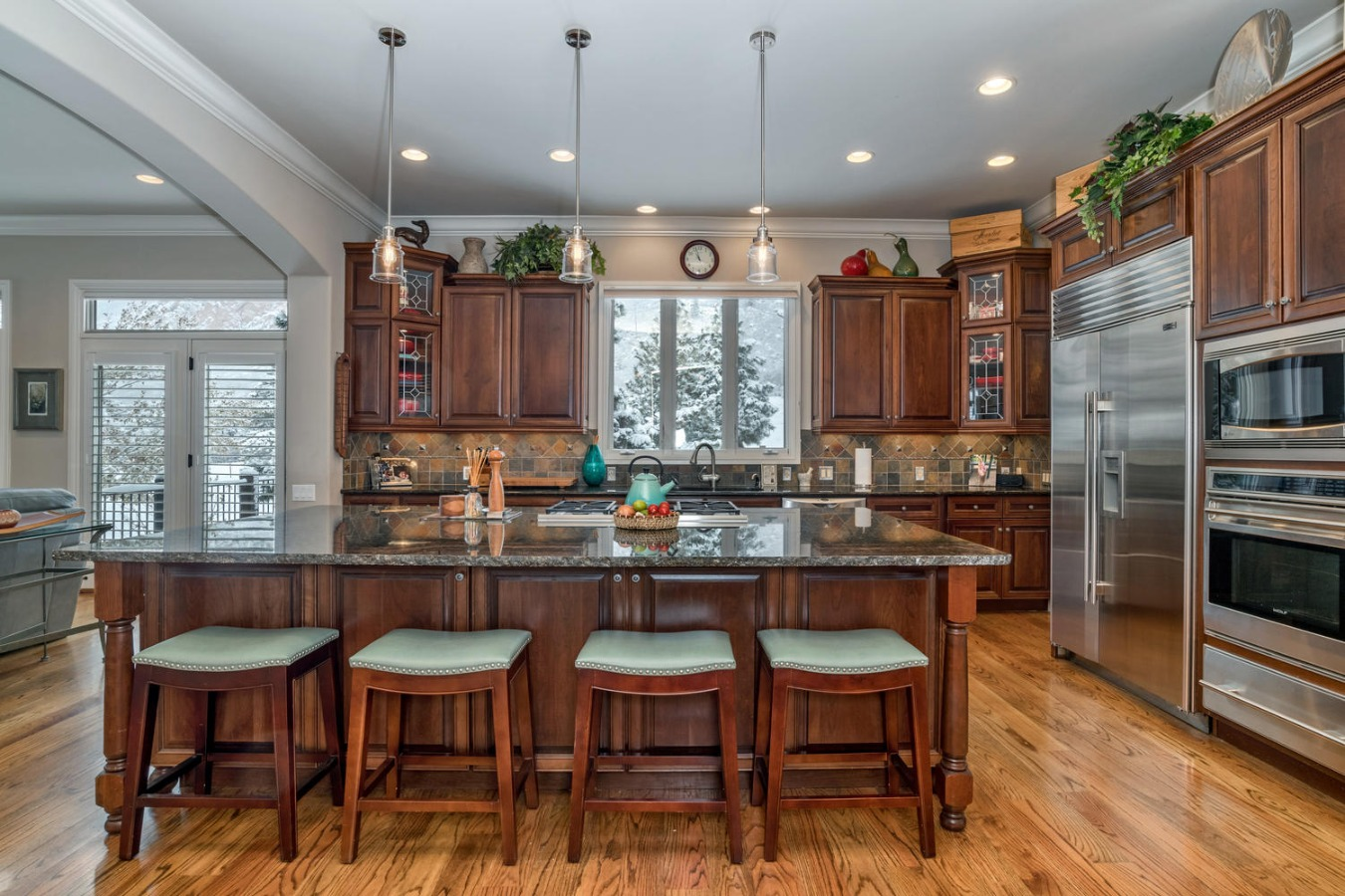 Spacious Counter Seating at Kitchen Island