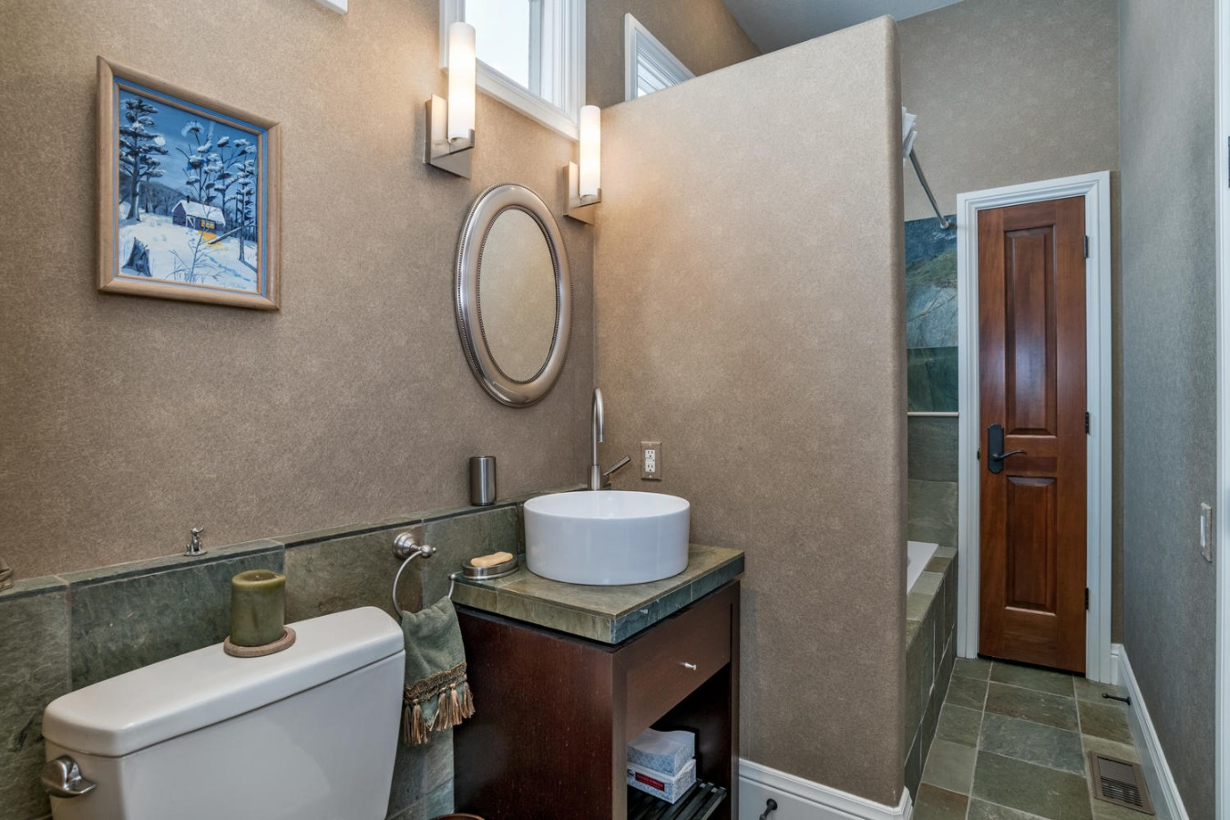 Large 2nd Bath with Soaking Tub/Shower