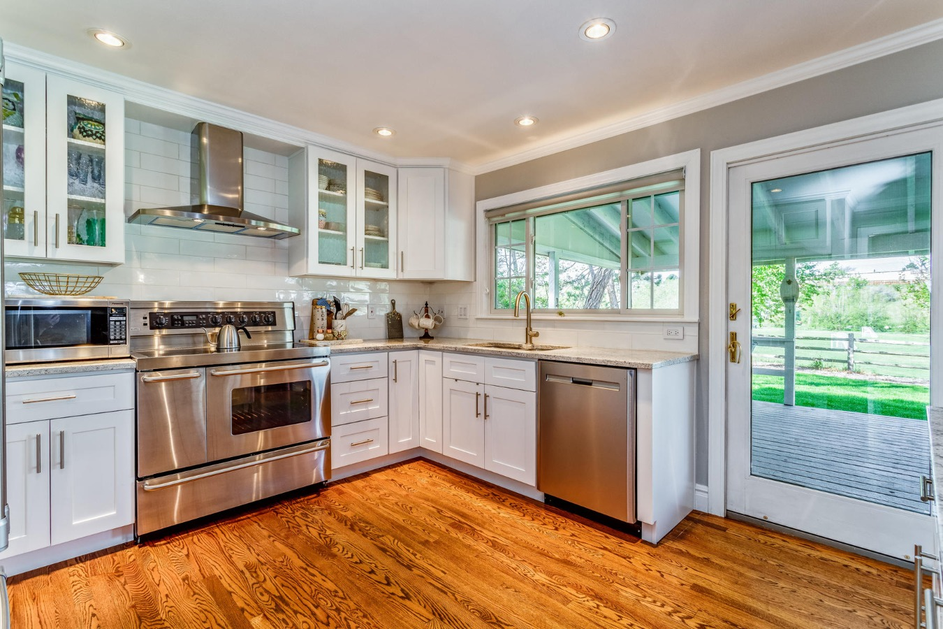 Stainless Appliances, Newer Cabinets & Granite