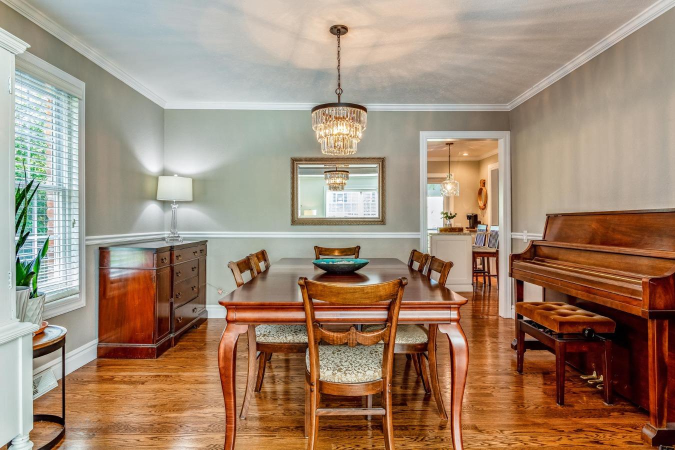 Great Space for Your Complete Dining Room Set