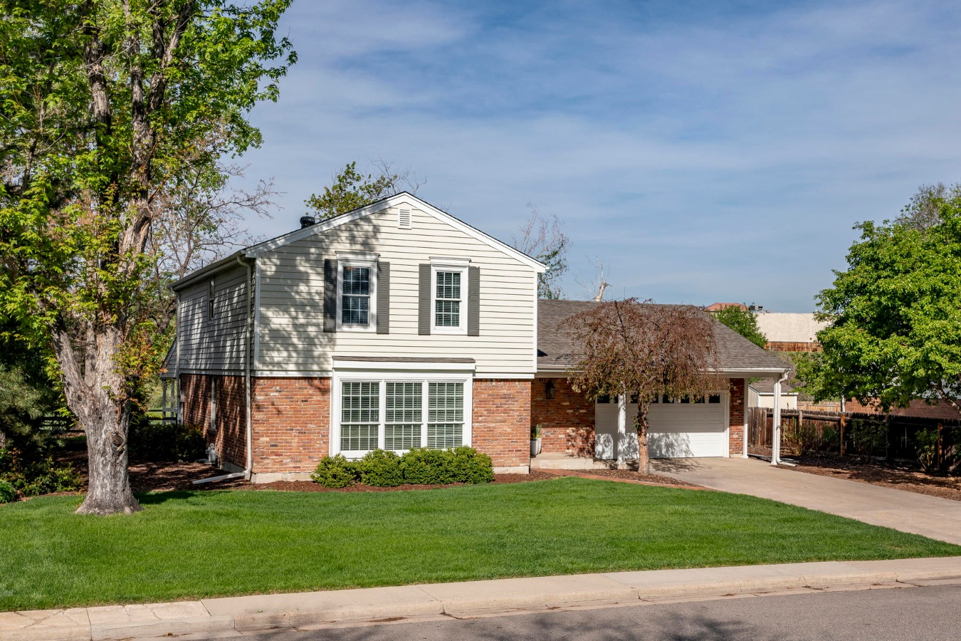 Beautiful Newest Listing in Cherry Knolls