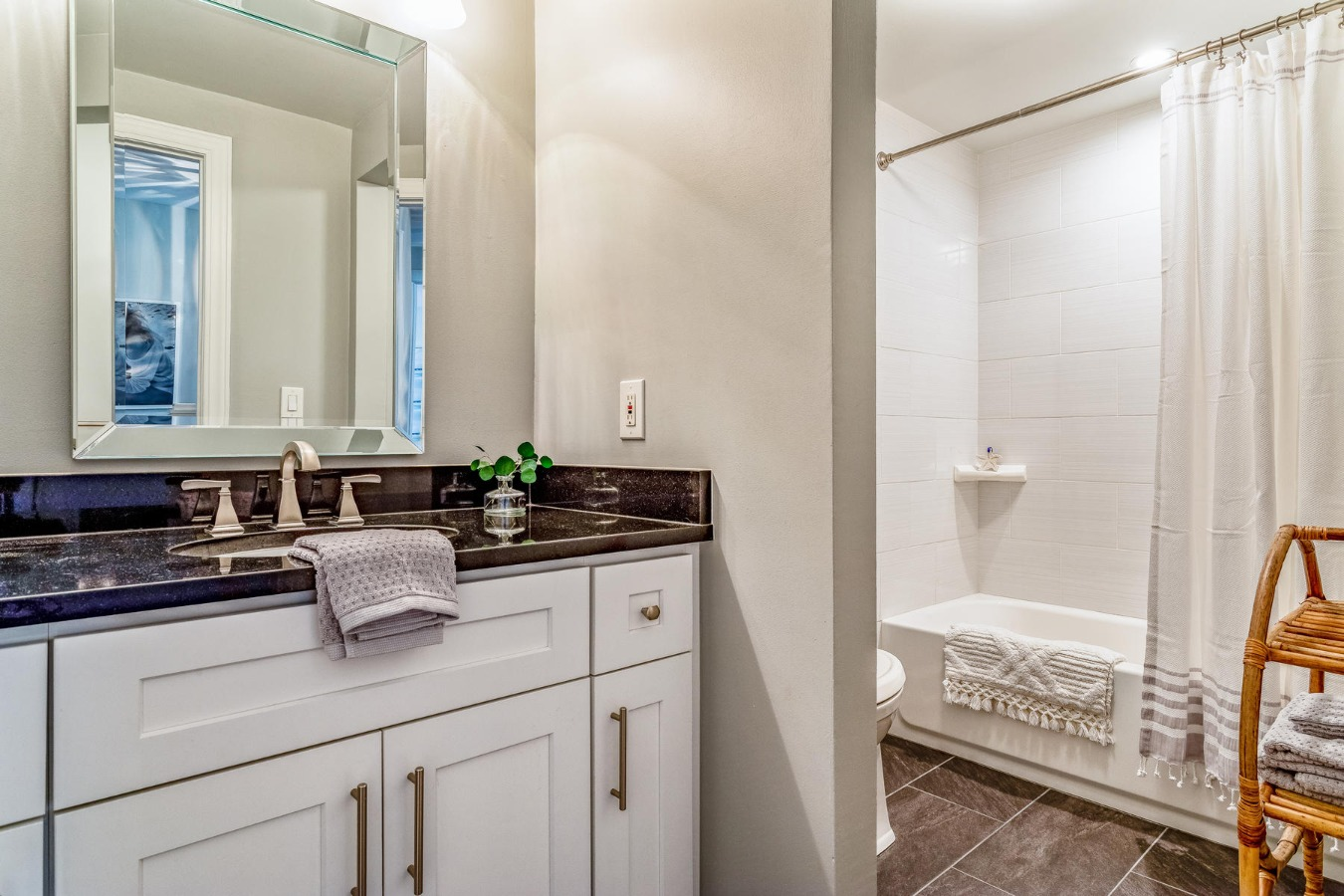 Remodeled Full Bath for Secondary Bedrooms