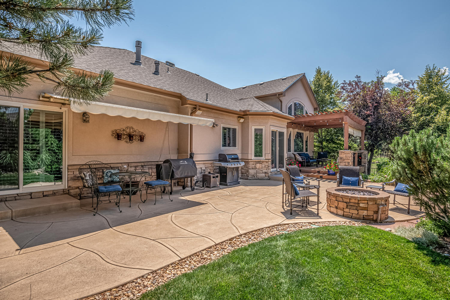 Huge Patio with Awning & Gas Line for Grill