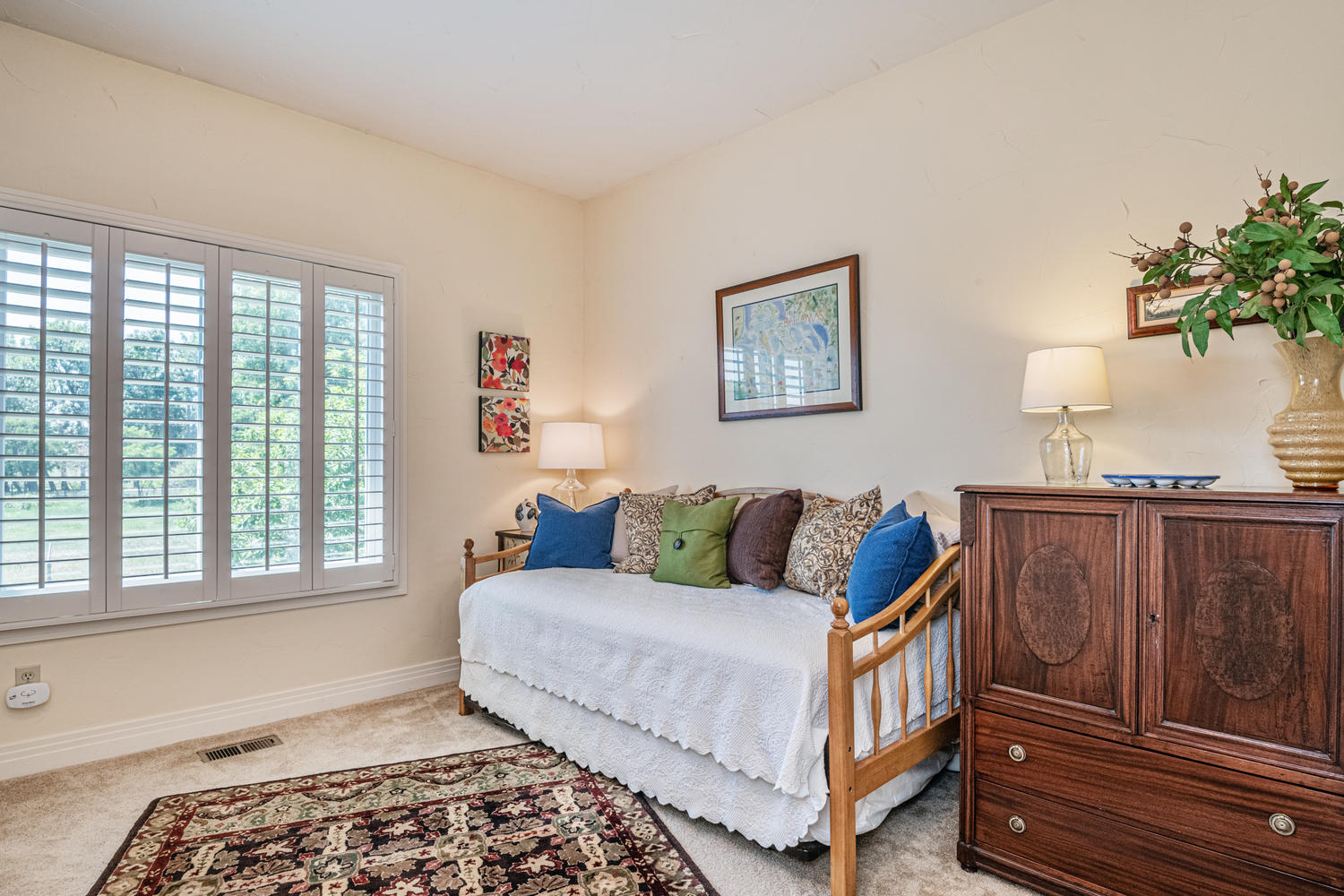 Nice Secondary Bedroom on Main