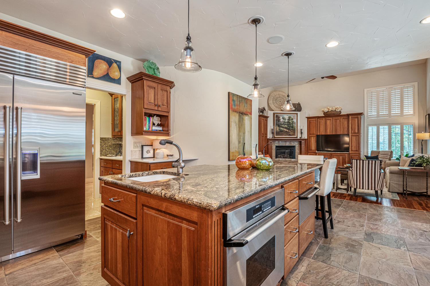 Many Newer Stainless Appliances + Vegetable Sink