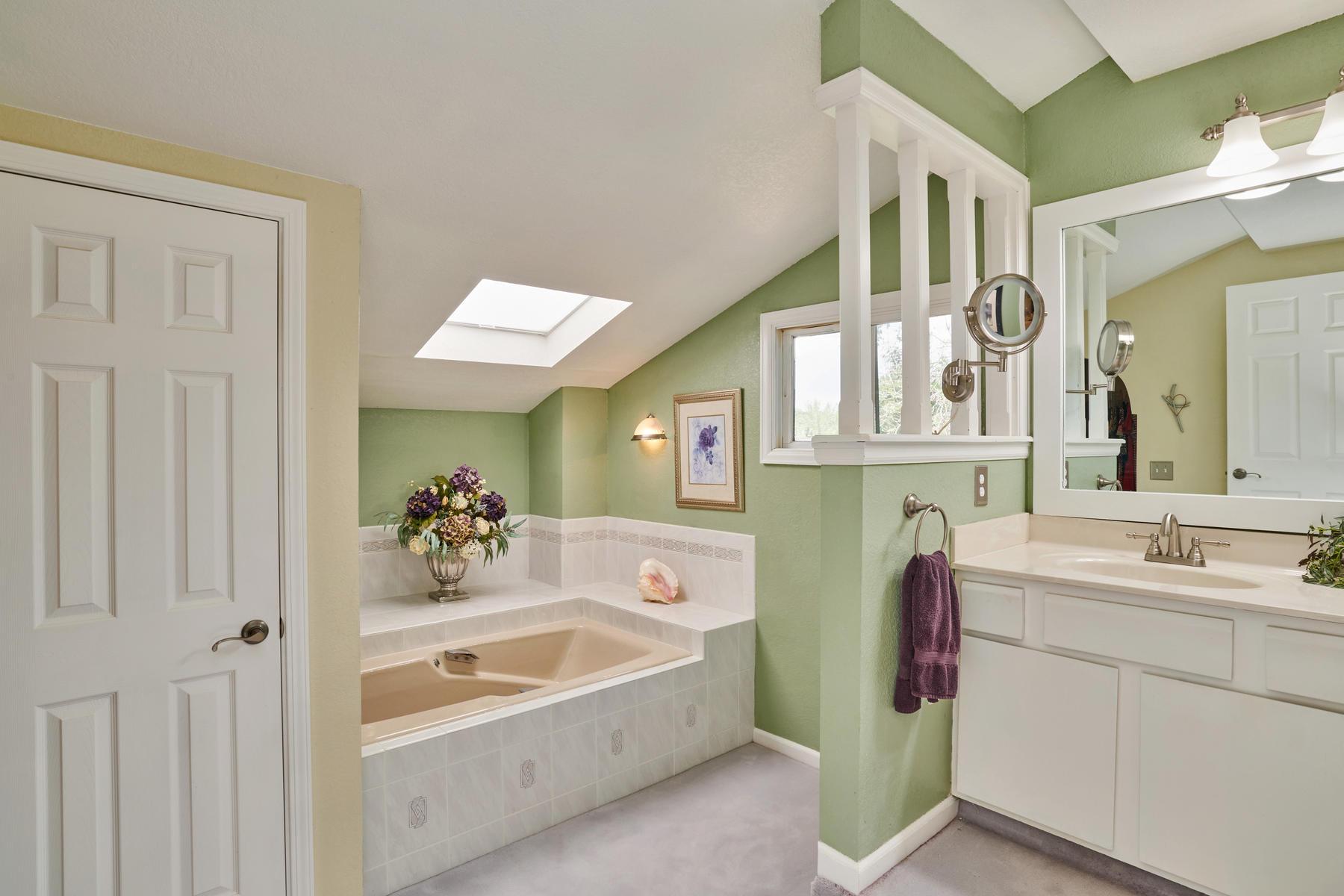 Large 5-pc Master Bath