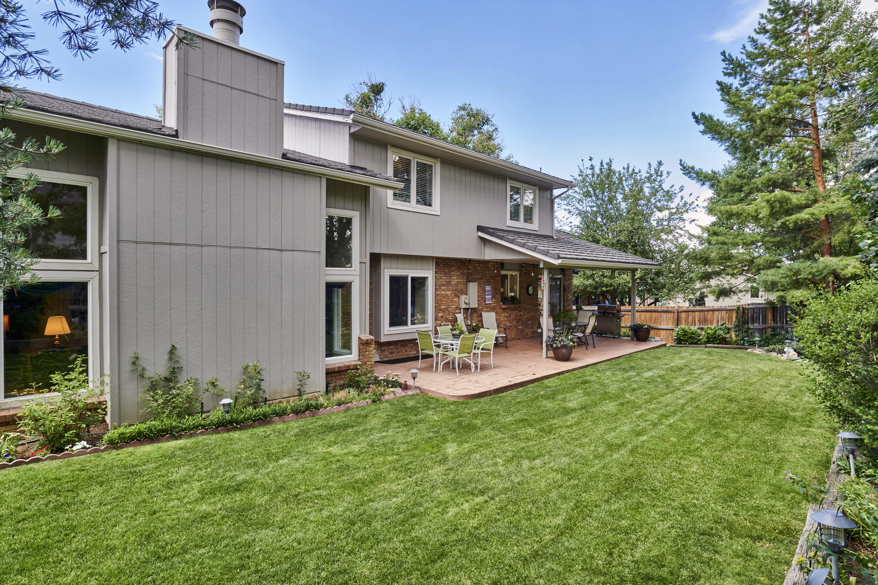 Large Private Yard is perfect for Pets or Play