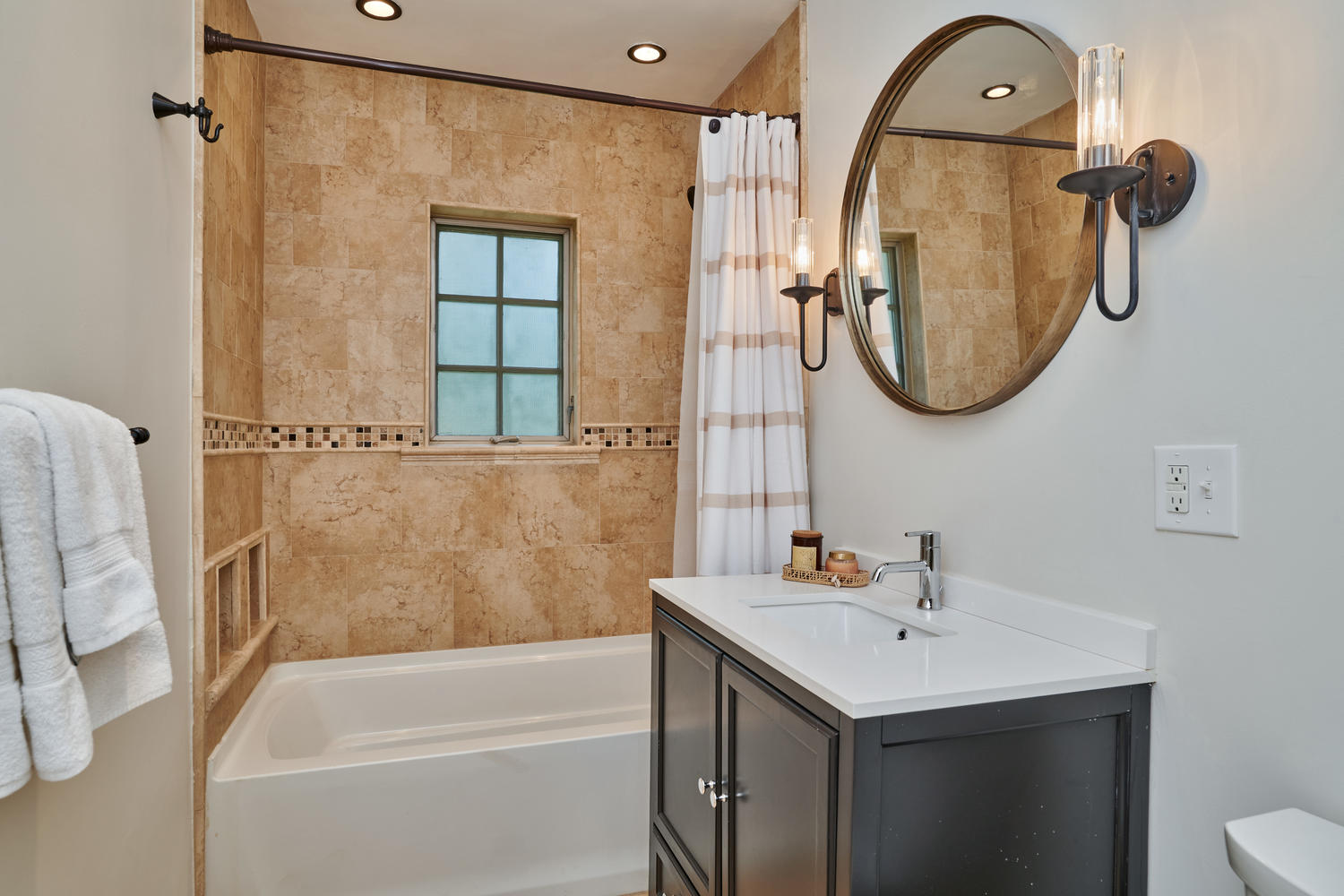 Updated Full Hall Bath for Secondary Bedrooms