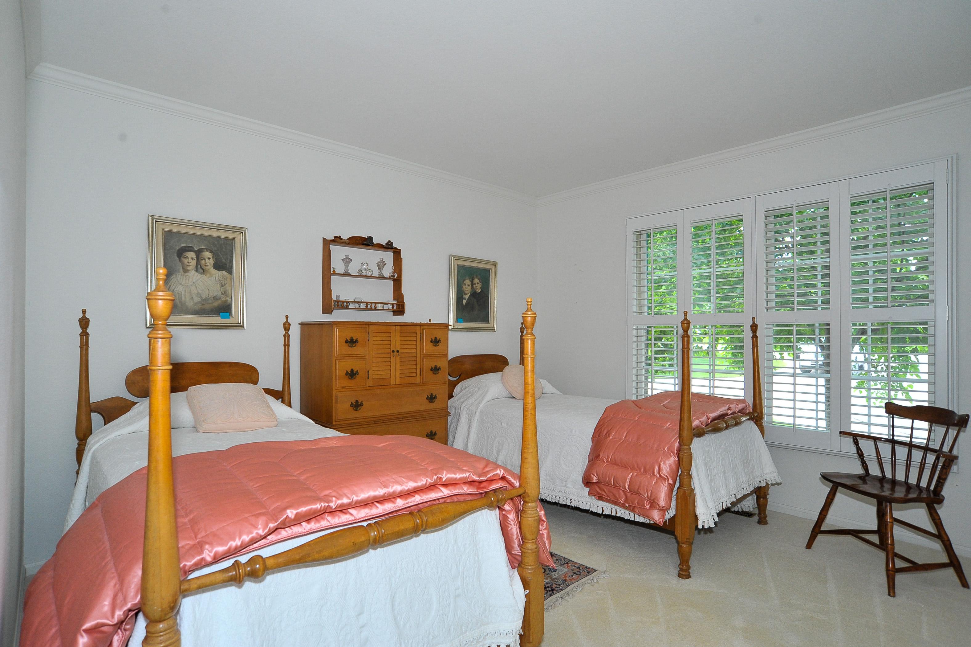 Large 2nd Bedroom on Main Floor
