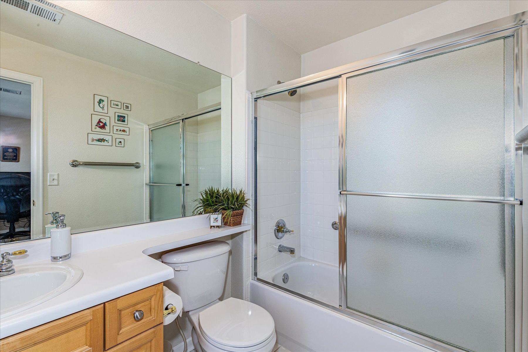 Ensuite Full Bath in Bedroom #4