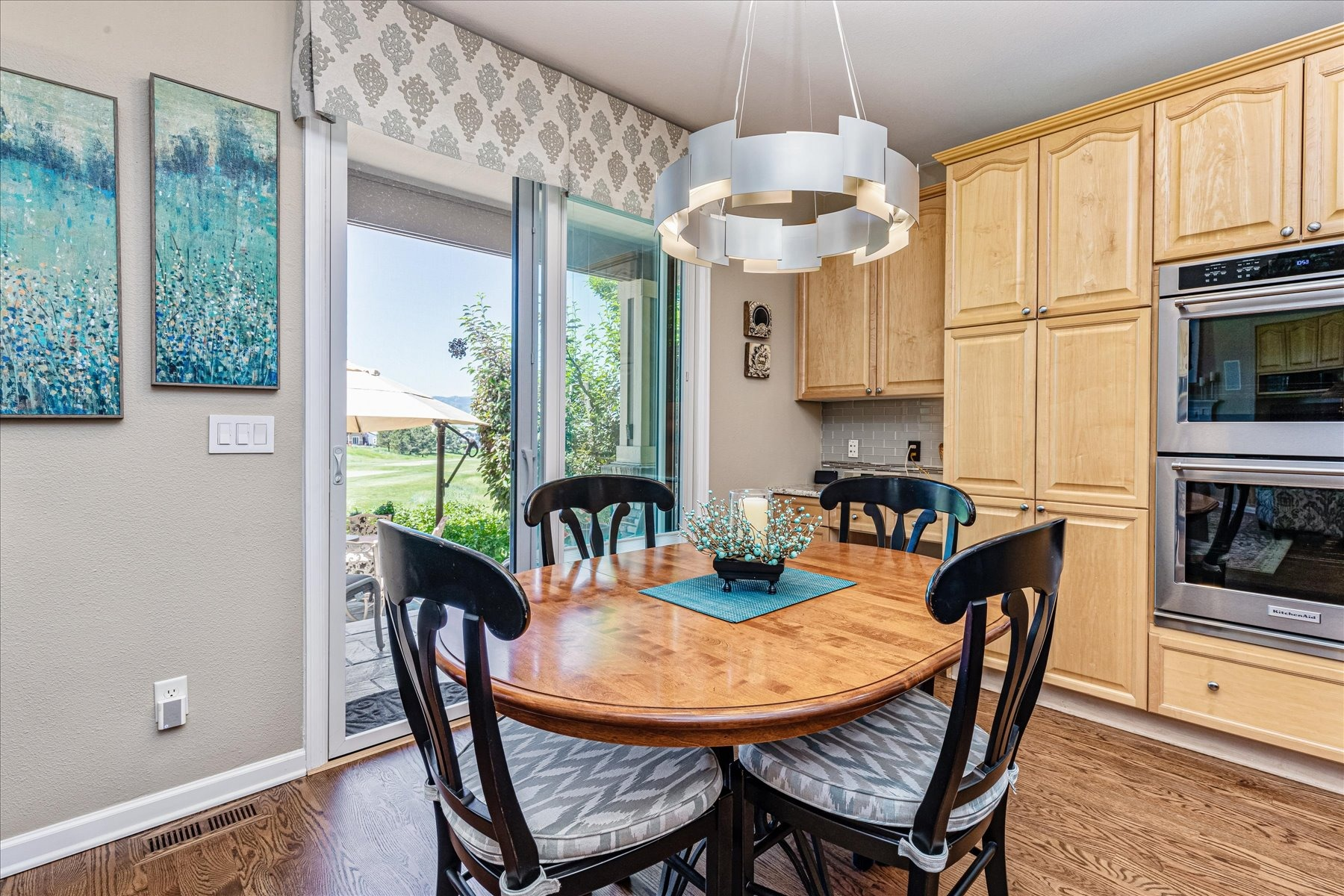 Great Space for Daily Family Dining in Kitchen