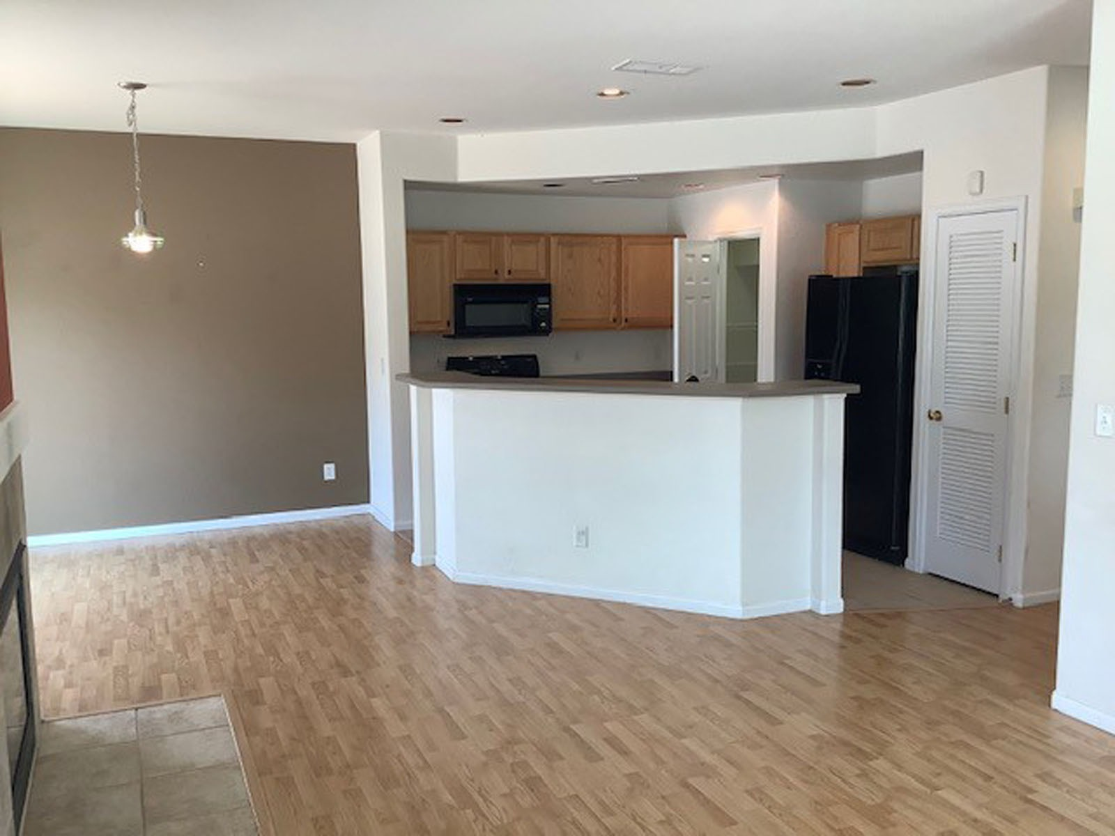 Practical Kitchen with Large  Walk-in Pantry