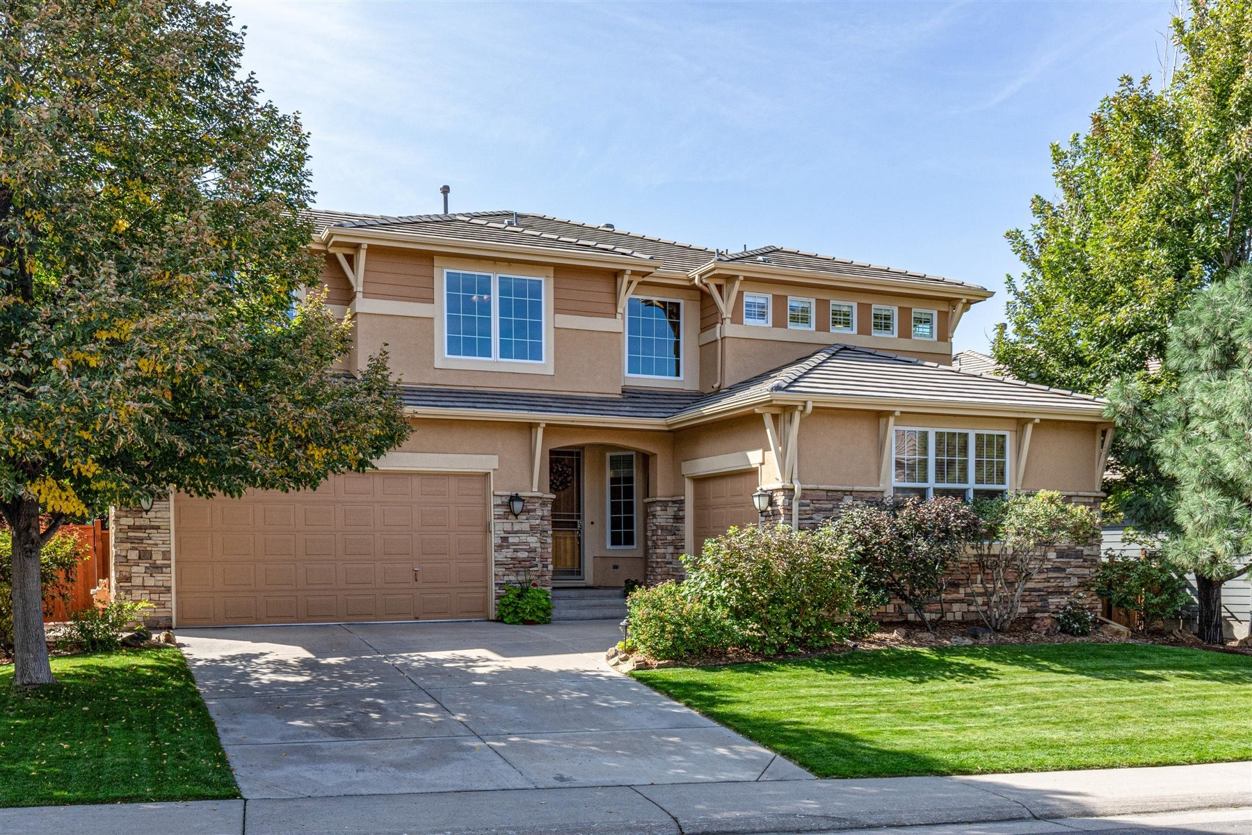 Lovely Updated Home With Mountain & Golf Views