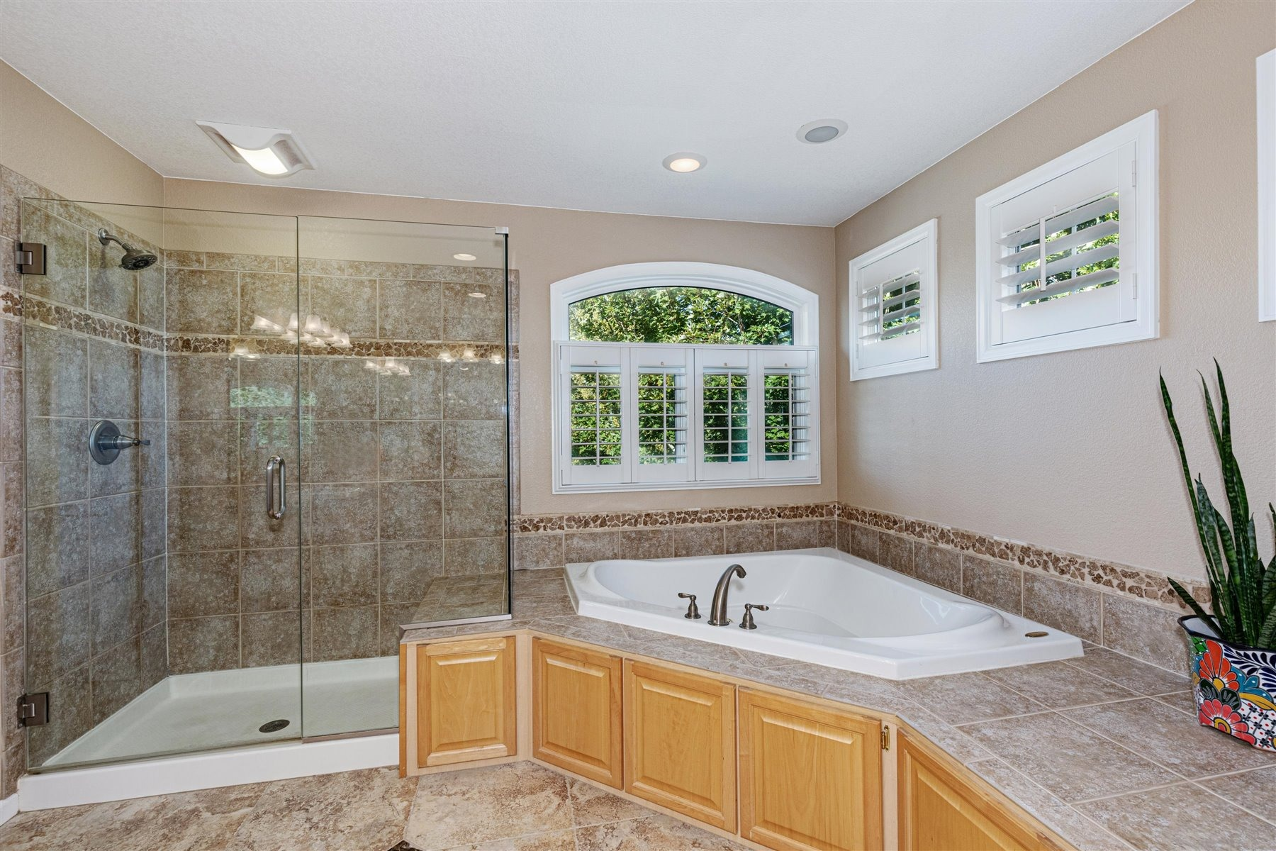 Large Shower & Soaking Tub in 5-pc Master