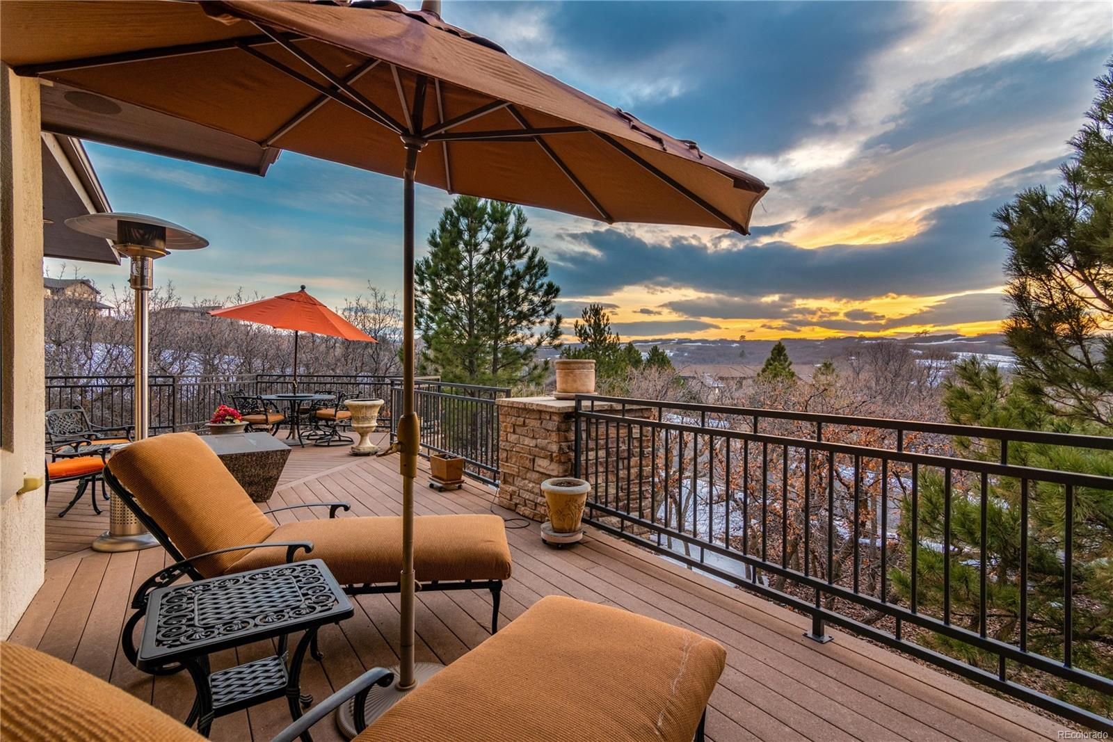 Large wrap around deck with sweeping views of Daniel's Park and lovely sunsets.