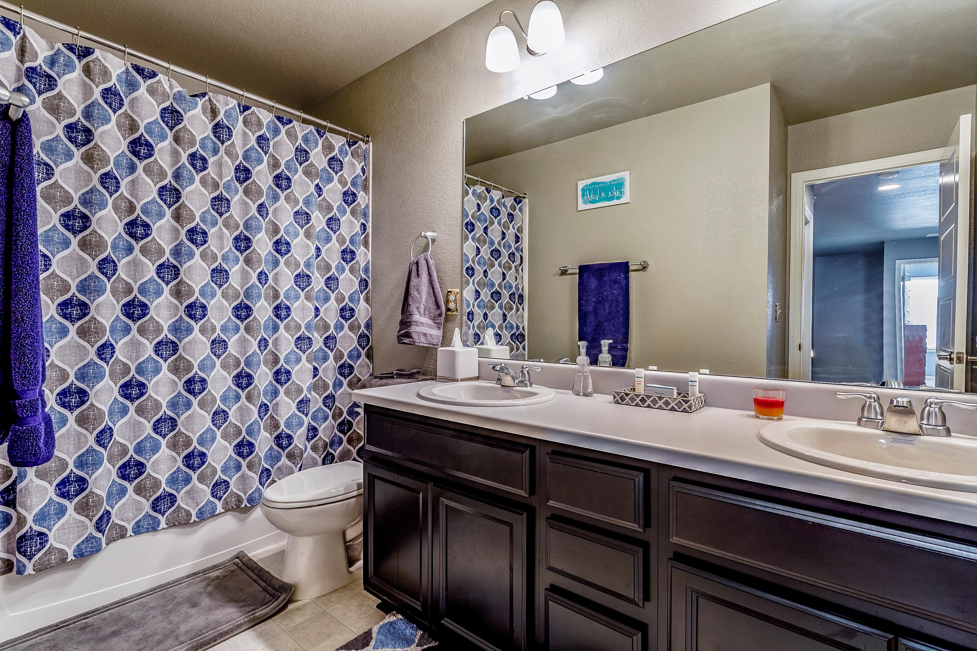 Upstairs secondary bath