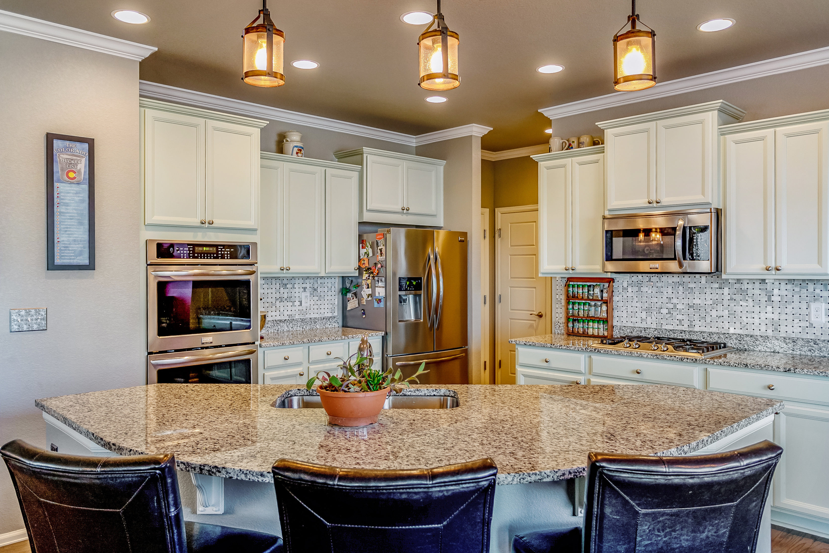 Gourmet Kitchen w/double ovens