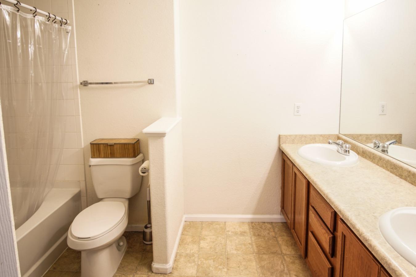 En suite with double sinks