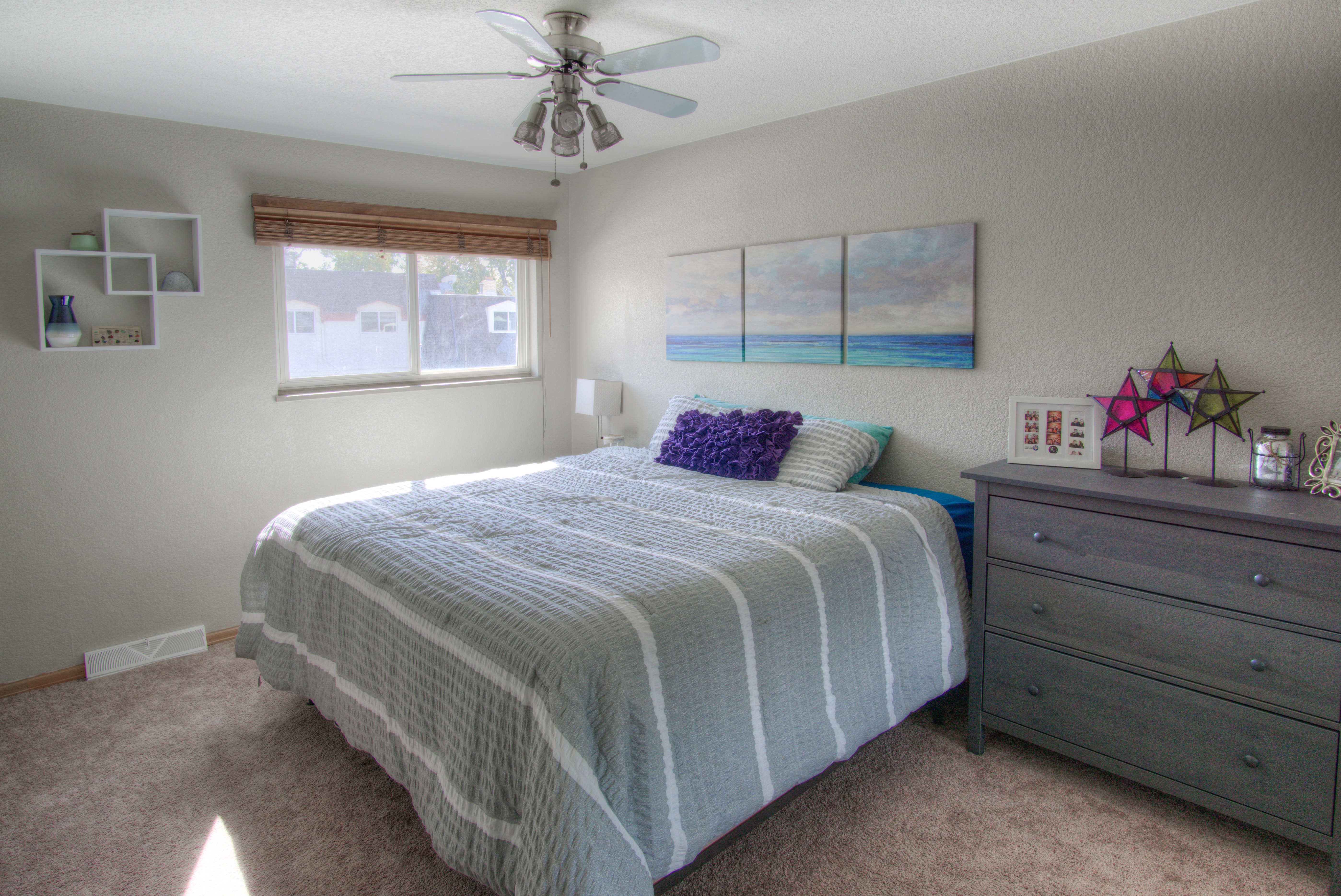 Large bright upstairs guest bedroom