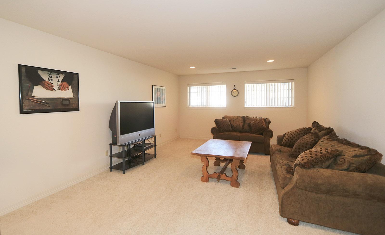 Family Room 20' X 14'
