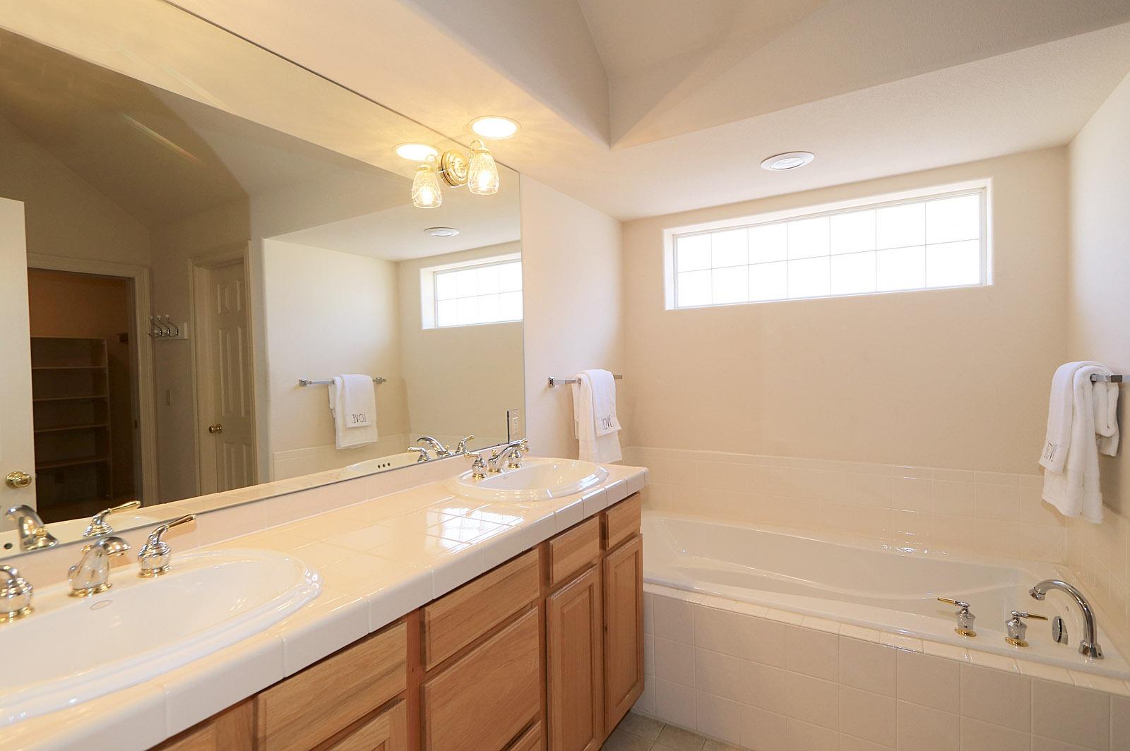 5-piece Bath Soaking Tub - Dbl. vanity