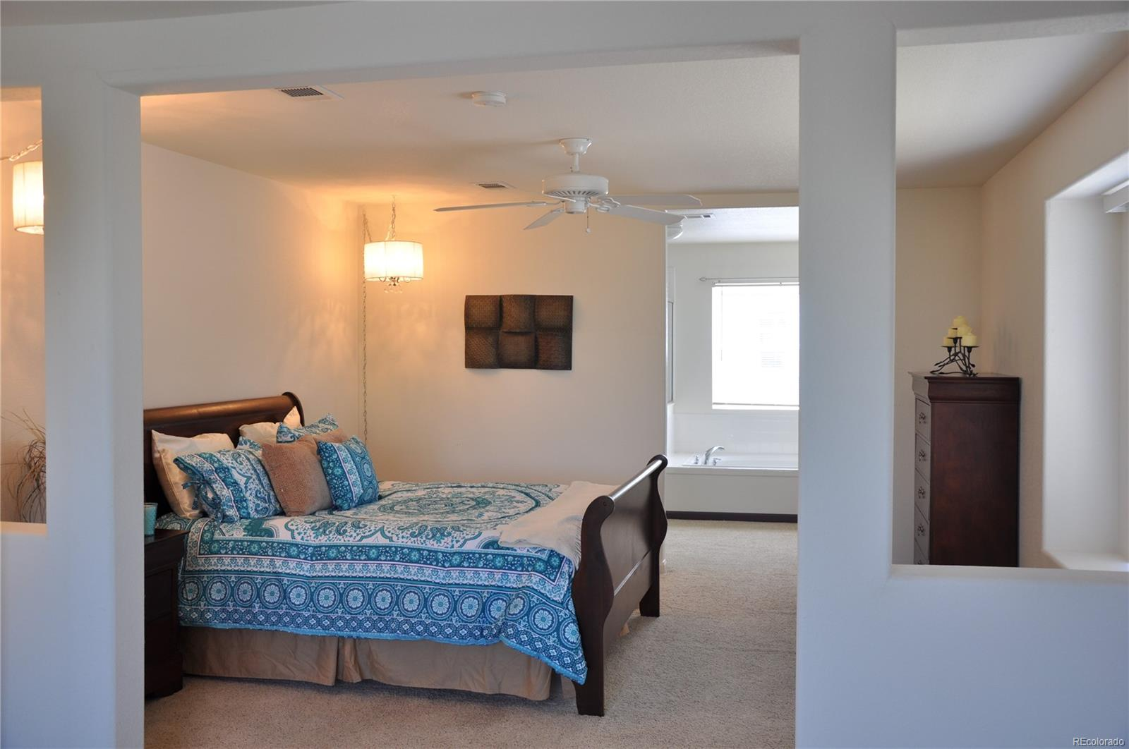 Large Master Bedroom w/Sitting Area