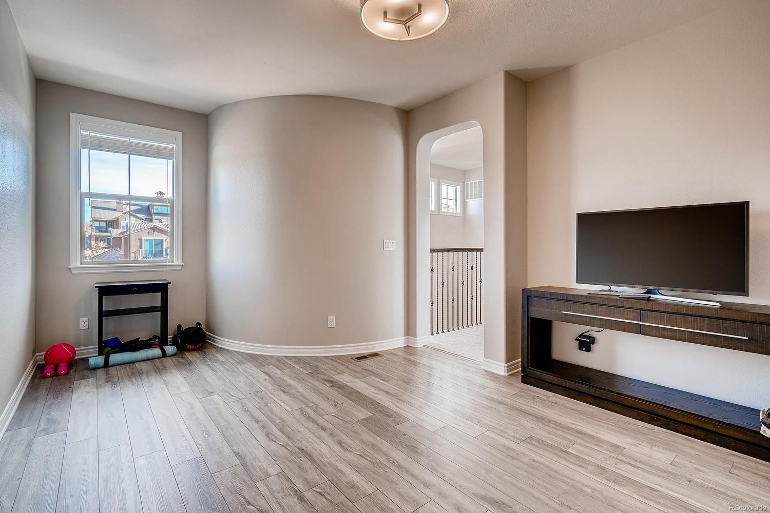 Lovely bonus room adjacent to Master Suite. Recently updated with luxury Evoke F