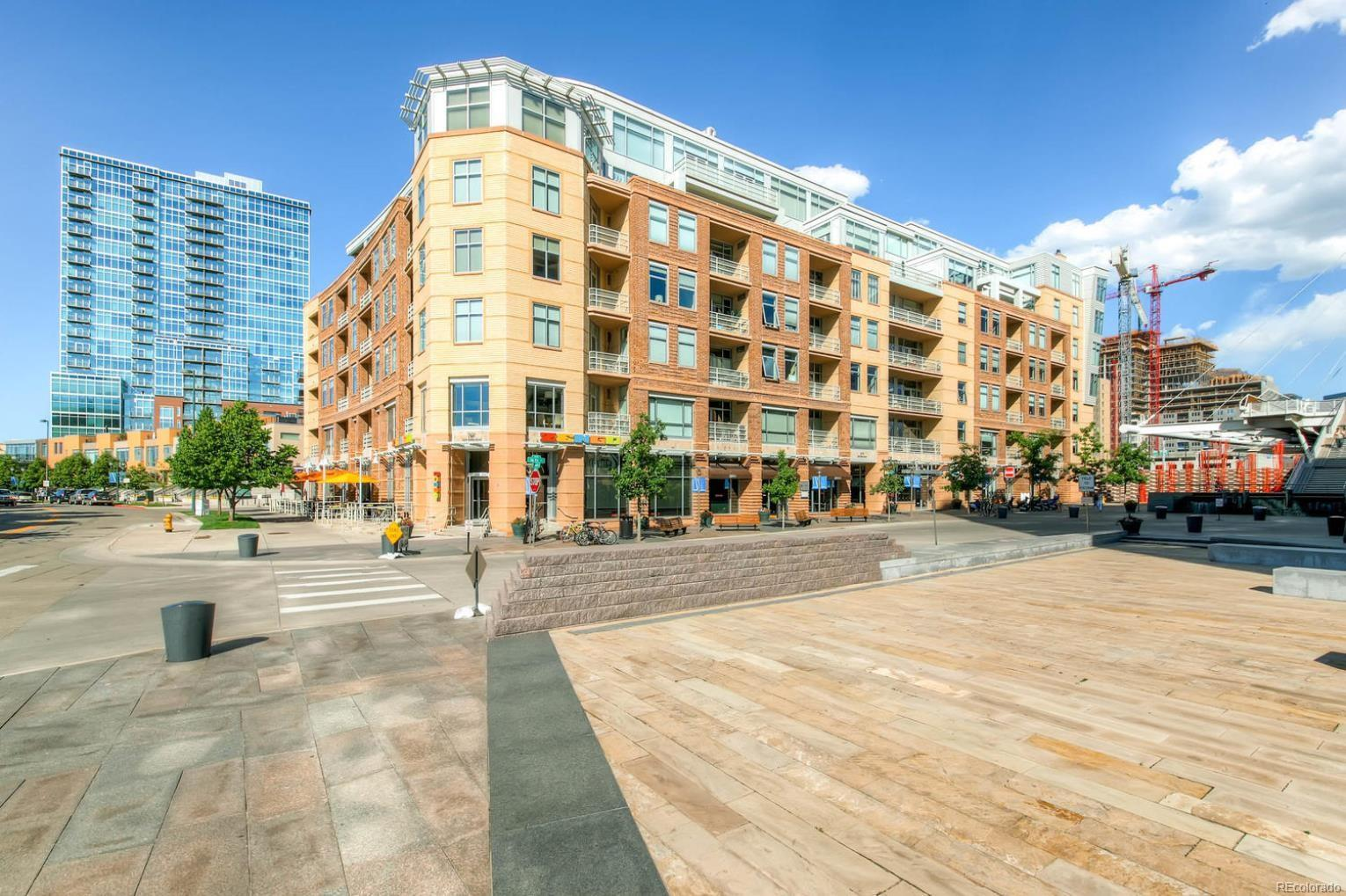 GORGEOUS 2 BED 2 BATH LOFT RIGHT IN THE HEART OF DOWNTOWN!