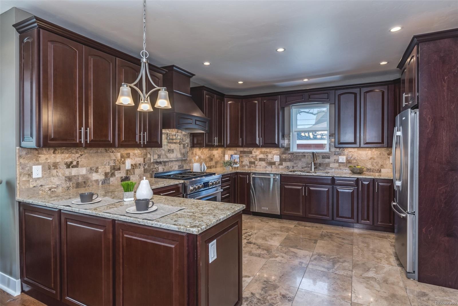 ALL NEW KITCHEN WITH 42