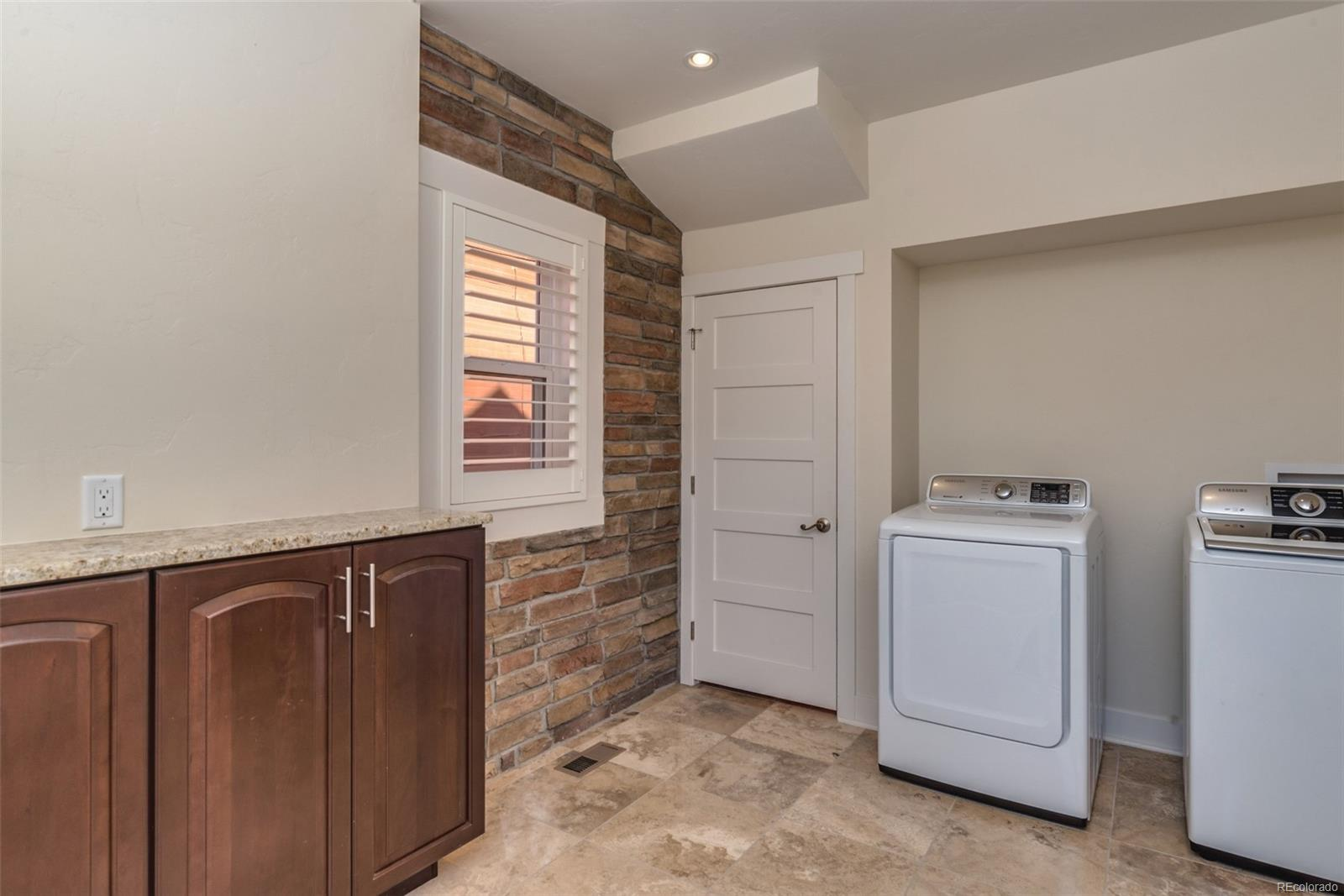 MAIN LEVEL LAUNDRY/MUD ROOM!