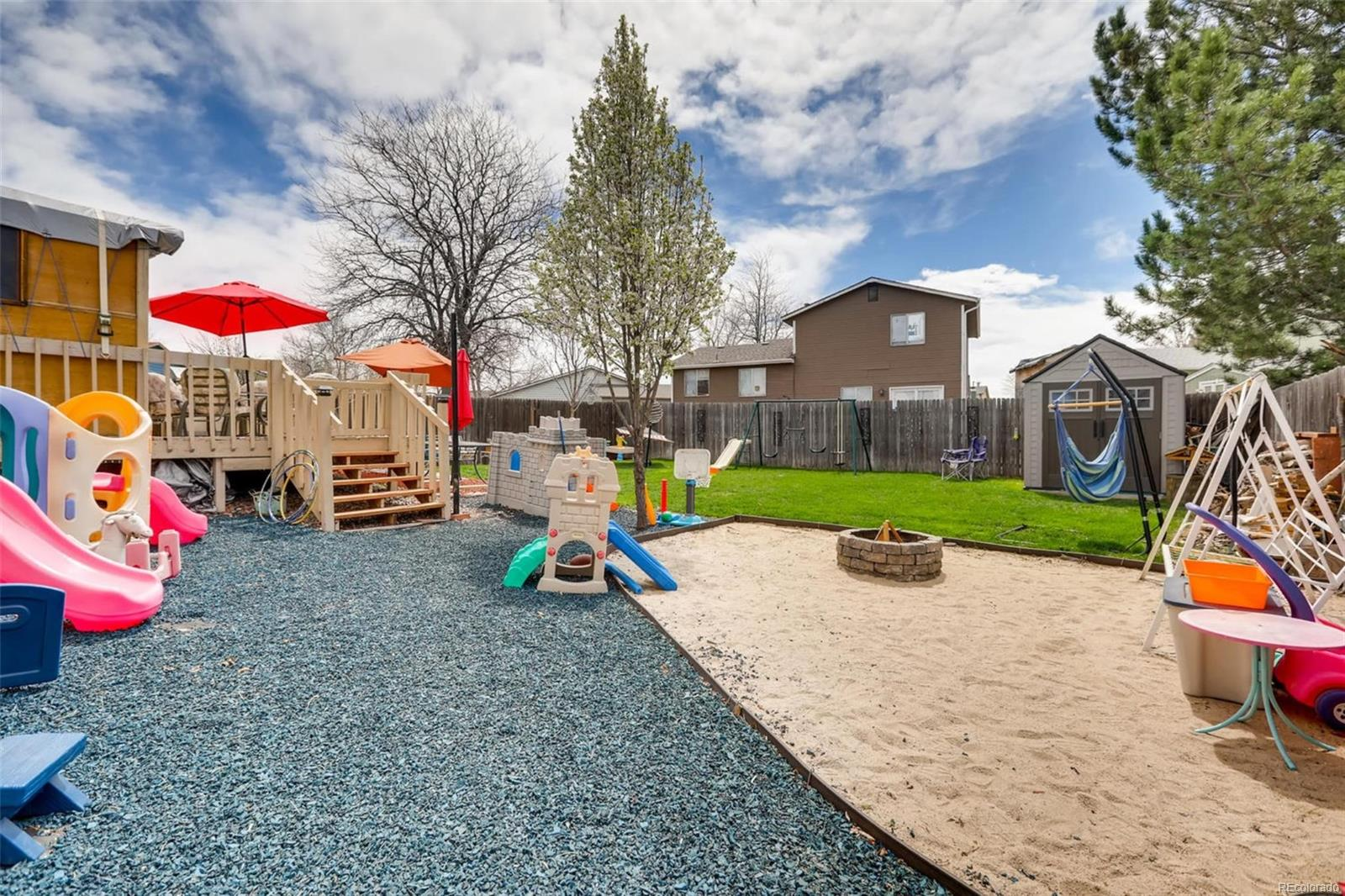 NICE SIZE BACKYARD FOR KIDS TO PLAY OR ADULT ENTERTAINING!